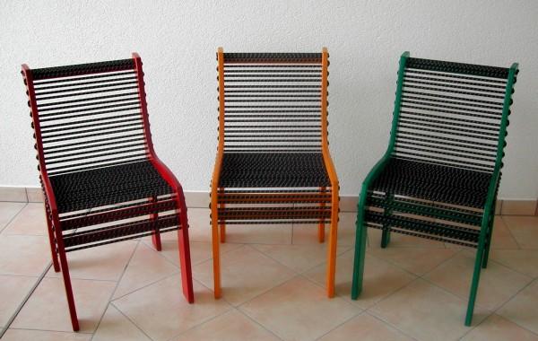 Stuhl mit Gummi-Seil-Bespannung