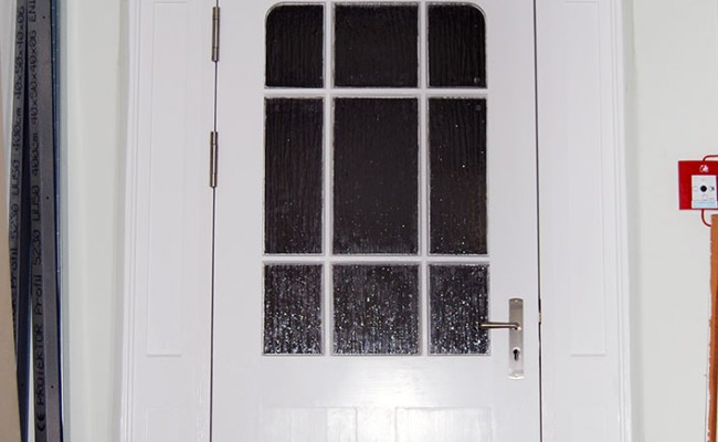 Sanierung der Türen für den Schulhort Erlbach unter Auflagen des Denkmalschutz