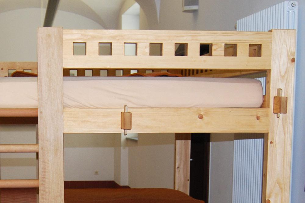 hochbett mit schreibtisch hochbett mit schreibtisch funktionale betten finden hochbett between. Black Bedroom Furniture Sets. Home Design Ideas