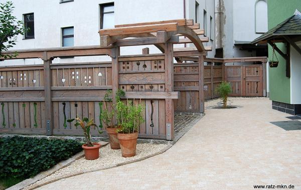 Gartenzaun, Pergola und Terrasse