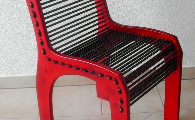 Design-Stuhl mit Gummi-Seil-Bespannung, Rot